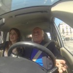 Nonno impazzisce nel traffico di Napoli