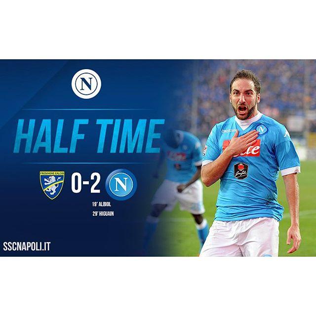 #FrosinoneNapoli 0-2: ottimo primo tempo degli azzurri che chiudono in vantaggio grazie ai gol di #Albiol e #Higuaín